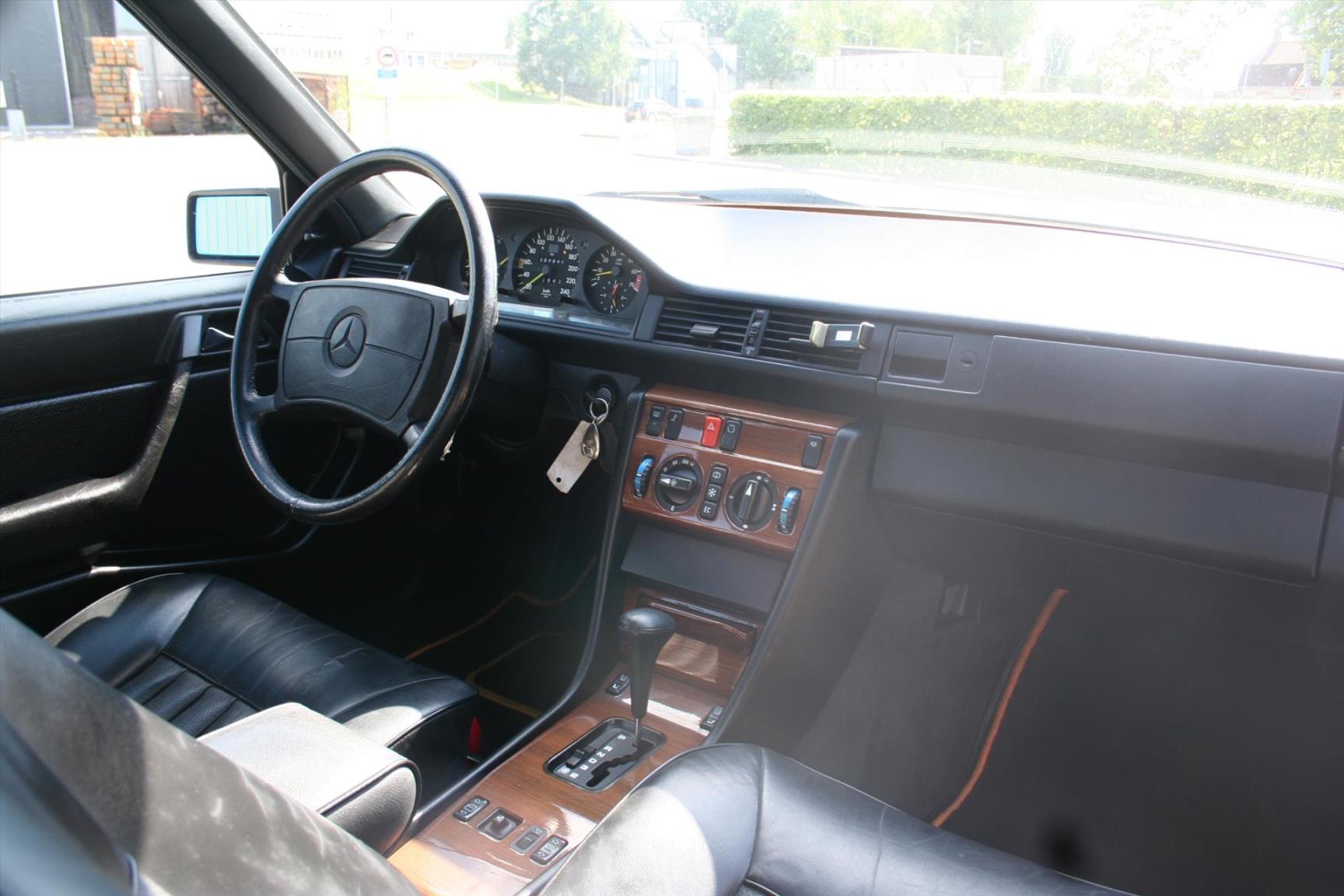 Mercedes-Benz-300-serie-14