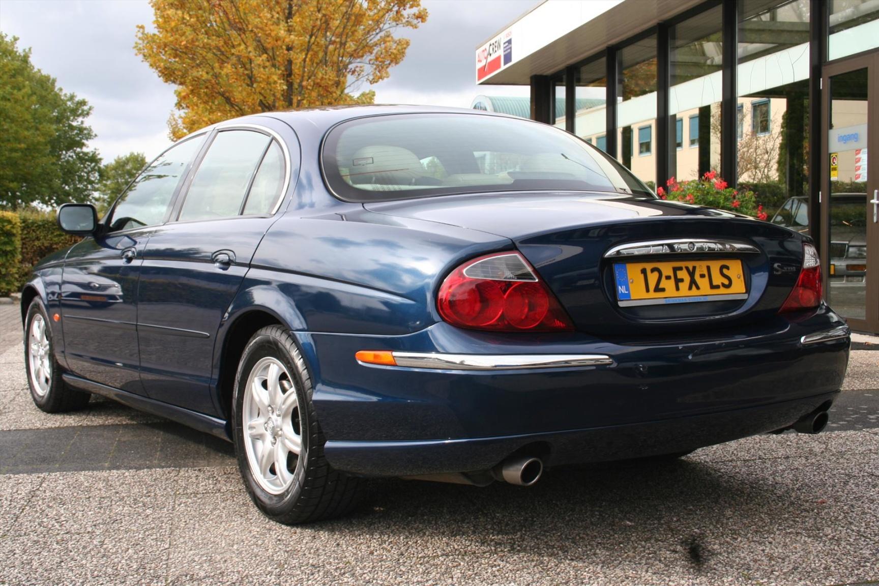 Jaguar-S-Type-4